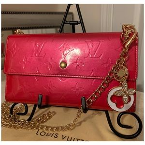 Louis Vuitton International Wallet on Chain